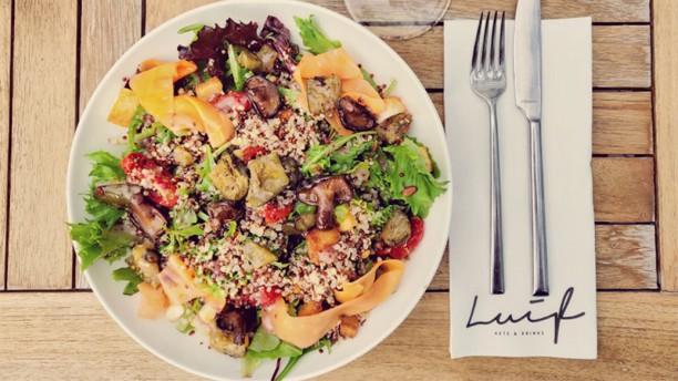 Luif Aete en Drinke Vegetarische Salade