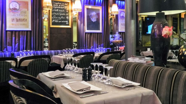 restaurant villa verdi paris 75015 tour eiffel. Black Bedroom Furniture Sets. Home Design Ideas