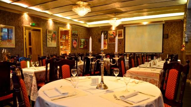 la cantine russe restaurant 26 avenue de new york 75016. Black Bedroom Furniture Sets. Home Design Ideas