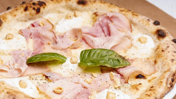 Rossopomodoro Largo Argentina Pizza cotto arrosto e ricotta
