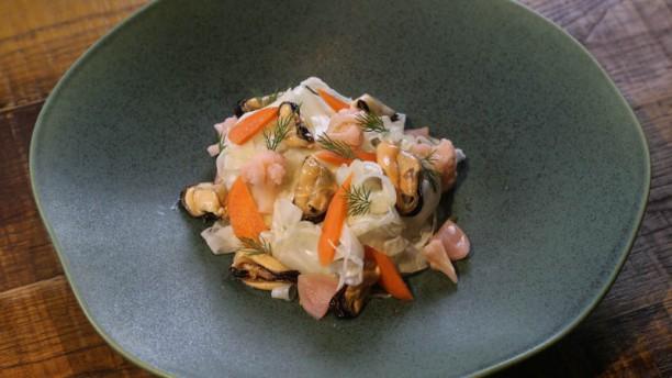 Capet Ensalada de hinojo, verduras encurtidas y mejillones