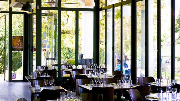 Le Pavillon du Lac alle de restaurant, baie vitrée