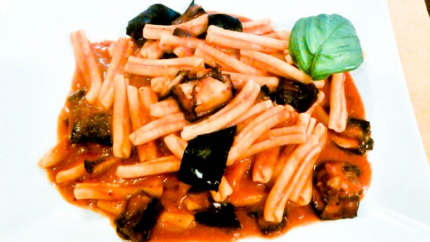 Archè sicilian street food restaurant La pasta con le melanzane