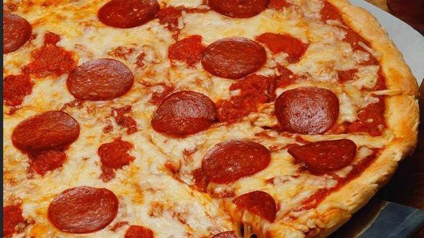 Maiori pizza al salamino.JPG