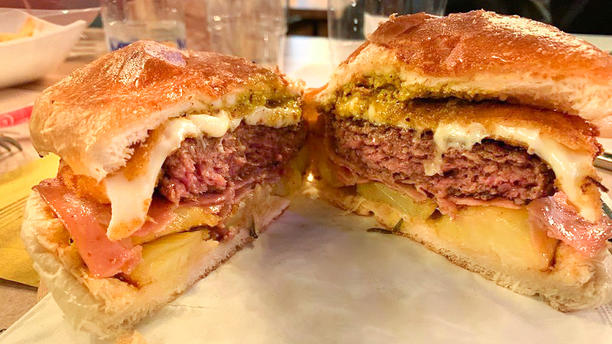 The New Old Pub Hamburger