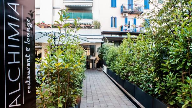Alchimia Restaurant & Lounge Ingresso principale dal giardino di via Livio 20