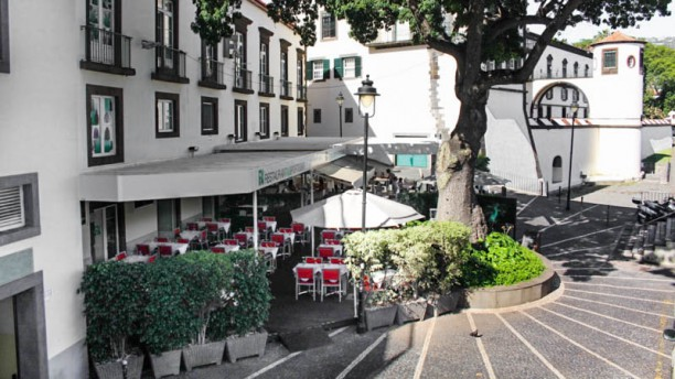 FX Restaurant & Sports Bar esplanada