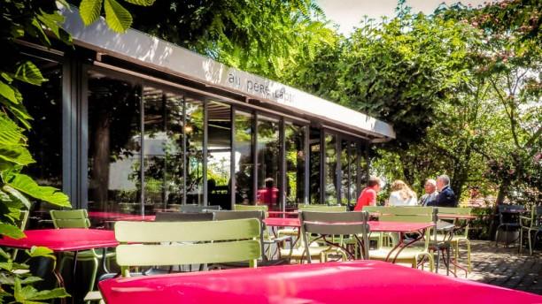 Au Père Lapin Au café en terrasse