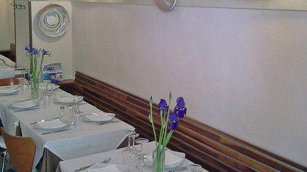 Agli Angeli Ribelli bei piatti di ceramica alla parete
