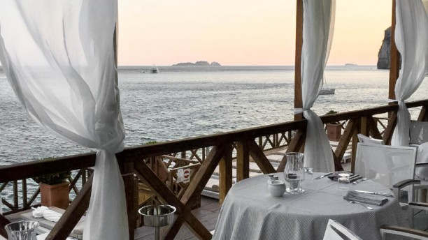 Remmese Restaurant a Positano - Menu, prezzi, immagini, recensioni e ...