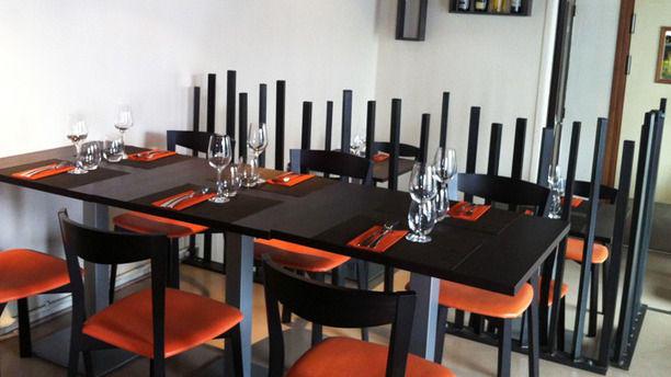 Tapas et Vinos Tables dressées