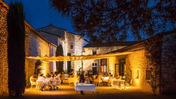 Château de Salettes La terrasse le soir