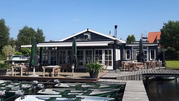 Docks Fish & Grill Buiten