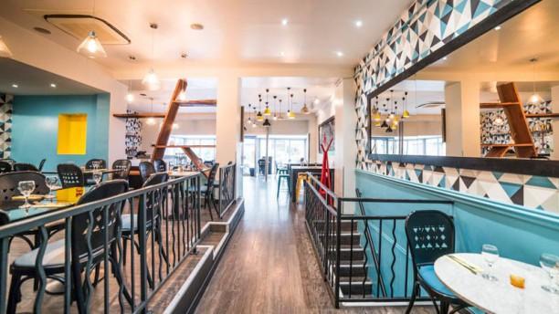 """Xii! """"Restaurant de Famille et Bar d'Amour"""" Vue de la salle"""