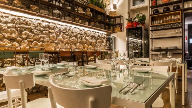 Veduta dell interno - Bottega Sana, Rome