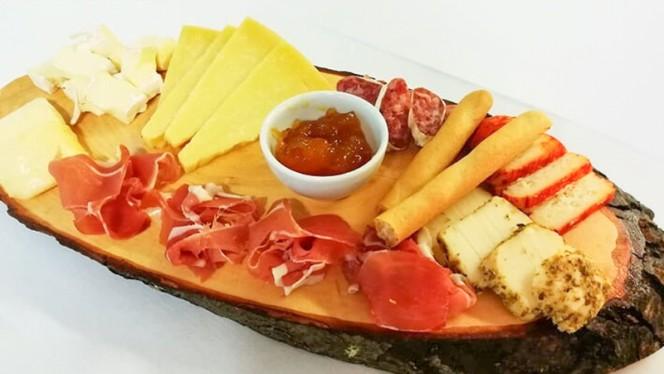 Tábua de Queijos e Enchidos - A Casa Restaurante, Braga