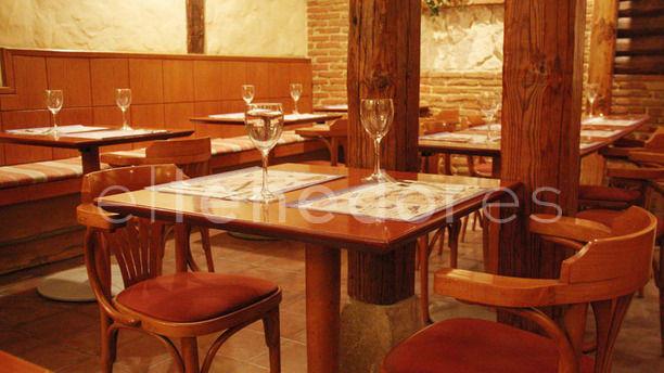 La Tapería del Prado mesas interior