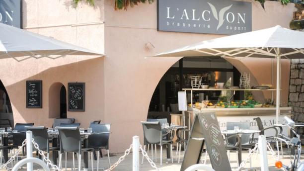 Brasserie l'Alcyon vue de l'extérieur