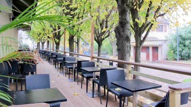 Restaurant la table fleurie montreuil 93100 avis for Table exterieur restaurant