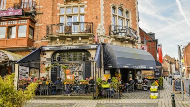 La Ville de Brugge Devanture et terrasse