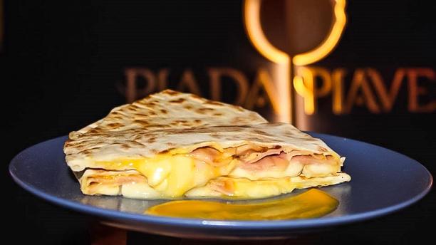 PiadaPiave - Piadineria Gourmet Crescione Gourmet con Crema di Zucca, Gorgonzola DOP Selezione Oro, Pancetta Affumicata. Edizione limitata per Halloween 2018.