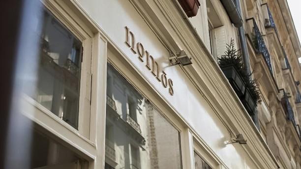 restaurant nomos paris 75018 montmartre avis menu et prix. Black Bedroom Furniture Sets. Home Design Ideas