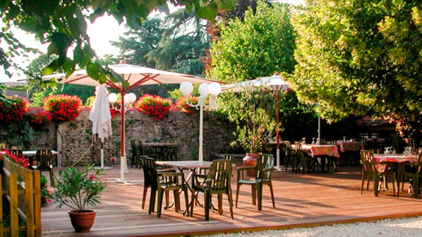 Le Baron Hôtel-Restaurant Terrase