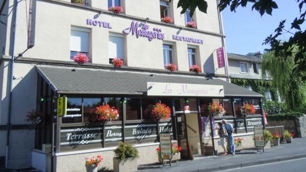 Hôtel Restaurant Les Messageries Devanture