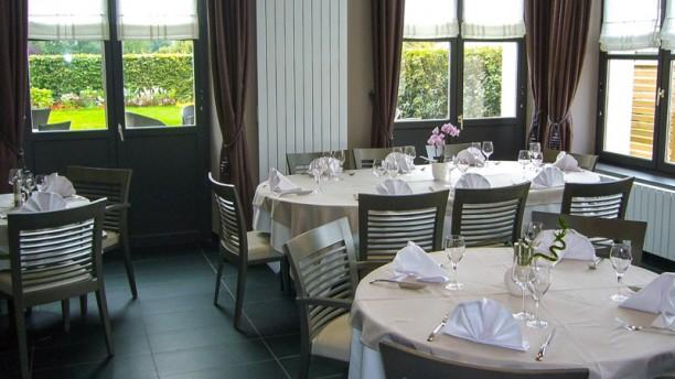 hotel auberge du chateau bleu tremblay en france 93290 h tels 0148675113 horaires avis. Black Bedroom Furniture Sets. Home Design Ideas