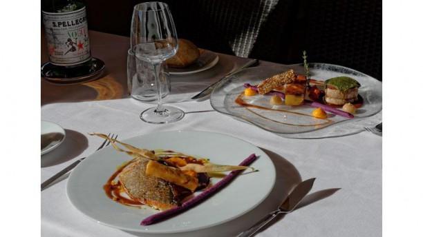 La Table de Pauline - Villa Borghese Filet de daurade royale et veau en croûte d'herbes