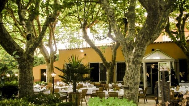 Hôtel Restaurant La Touloubre Vue terrasse