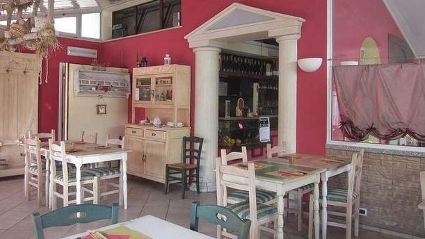 Pizzeria dell'Amicizia ambiente informale.JPG