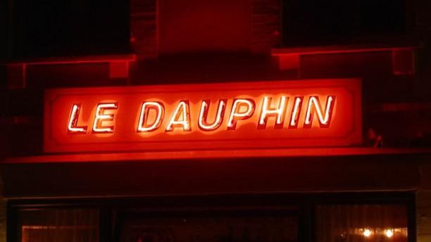 Le Dauphin enseigne