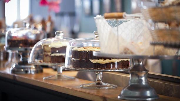 Coffeelicious Onze toonbank met home made gebak