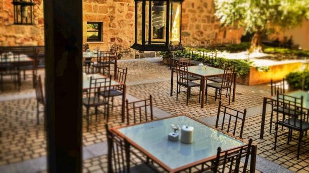 El Monje - Hospes Palacio de San Esteban Vista terraza