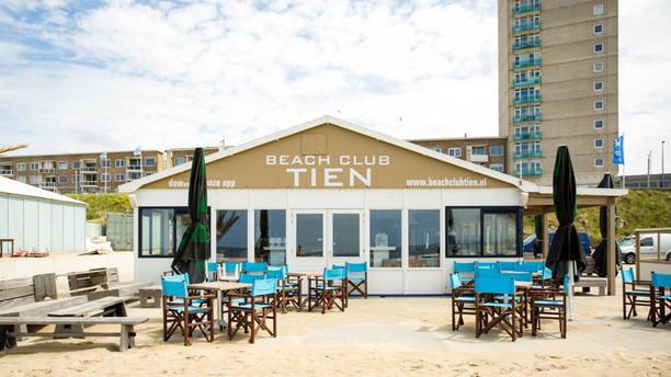 Beach Club Tien Voorkant