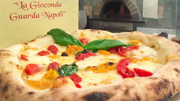 La Gioconda guarda Napoli La pizza