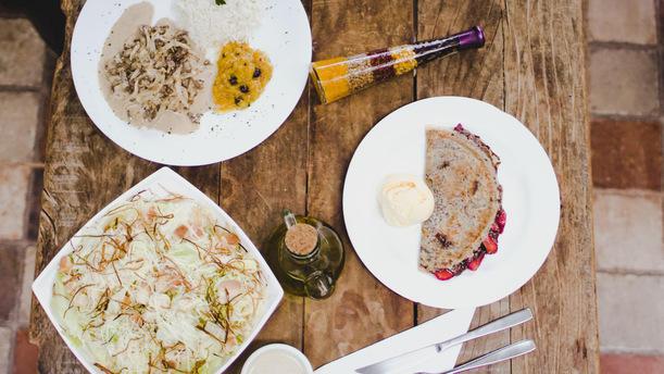 C'est la Vie Bistro e Creperia Restaurant Week Delivery
