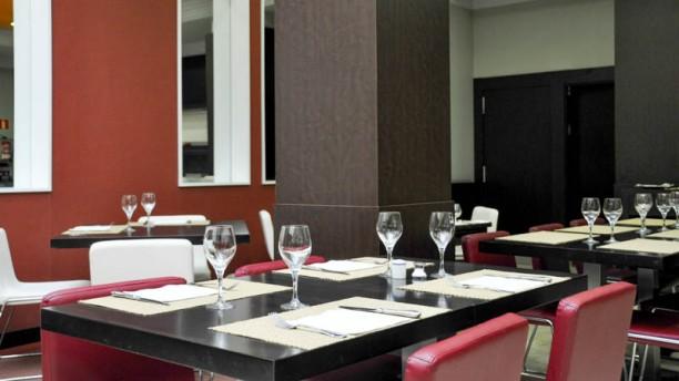 Confortel Suites Madrid Vista comedor