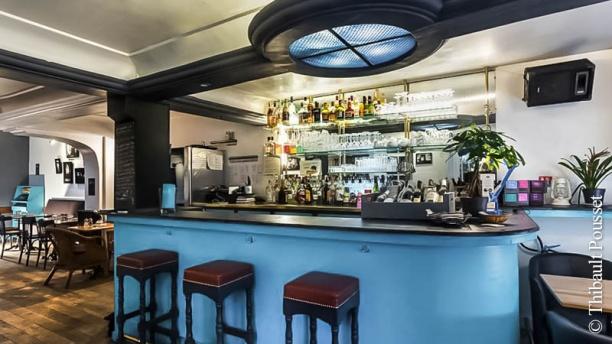 restaurant l 39 heure bleue paris 75019 buttes chaumont belleville p re lachaise. Black Bedroom Furniture Sets. Home Design Ideas