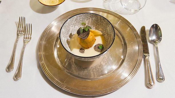 Osteria dei Pazzi Uovo croccante al panico, fonduta di parmigiano e tartufo