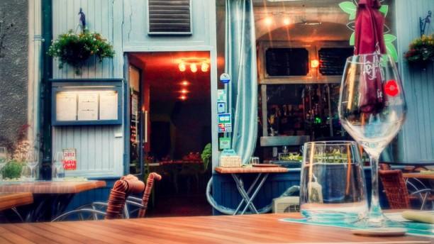 O'Concept devanture du restaurant avec la terrasse