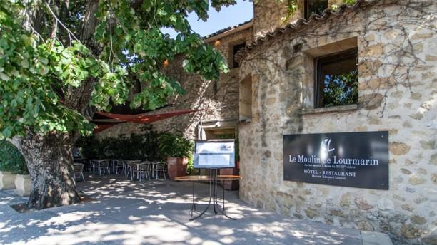 le moulin de lourmarin in lourmarin menu openingstijden prijzen adres van restaurant en. Black Bedroom Furniture Sets. Home Design Ideas