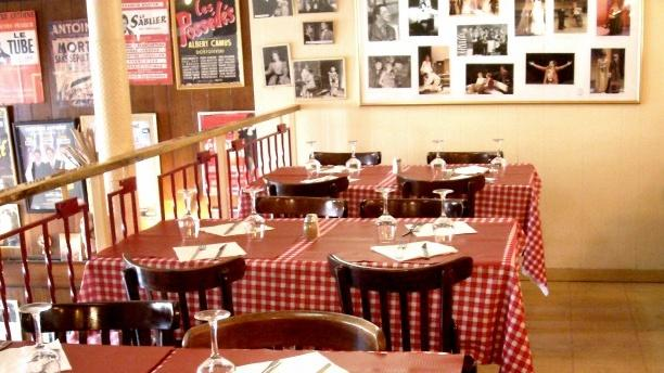 Restaurant le petit caf paris 75010 op ra grands for Deco in paris avis