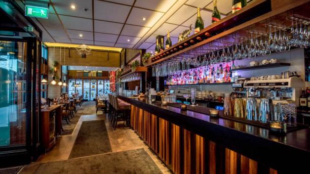 Bar serverade drink med valskinn