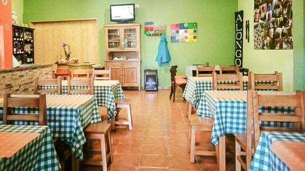 Casa Alongos Comedor interior con cocina a la vista