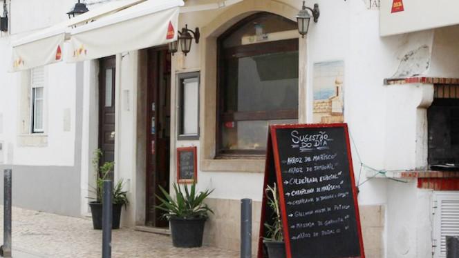 O Canhão I ristorante portoghese a Sesimbra in Portogallo