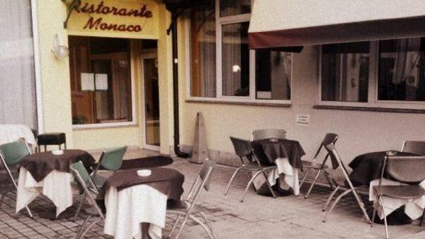 Ristorante Monaco entrata con tavolini