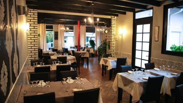Charming ... Le Patio Salle Du Restaurant ...