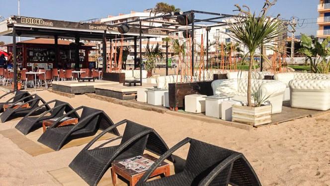 Molokobeach restaurante en pineda de mar for Restaurant pineda de mar